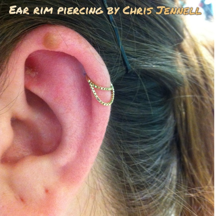 Cute ear rim with a 14k yellow gold box chain ring from Body Vision Los Angeles.