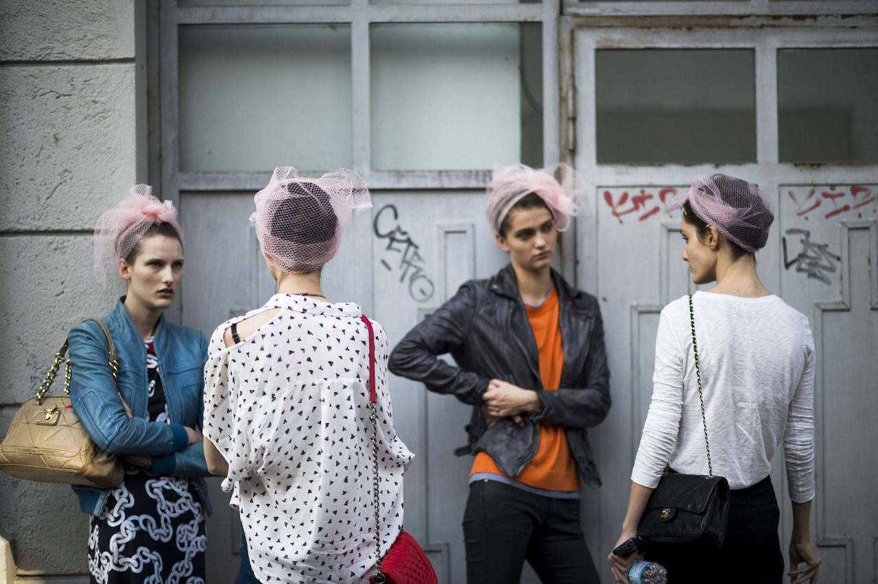 Photo by Le 21ème | Adam Katz Sinding Stay sharp! This gang looks like trouble. Keep up with the best of fashion week street style.