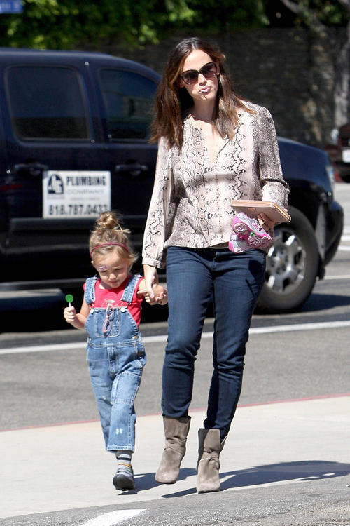 As if overalls weren't bad enough, Seraphina Affleck had to a choose a pair that don't even fit her properly. Actually, I take that back. I don't know how overalls are supposed to fit. I do know that I live with a person who has eerily similar boots, Jennifer Garner, and they have only led to sad and unfashionable things.