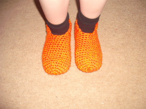 Brians Baffies FREE CROCHET PATTERN Baffies is Scots slang for slippers. A very basic crochet slipper, currently in uk kids size 10 (6.5inch long foot approx) but looking for feedback on how many more/less stitches/rows or hook sizes to get any sizes bigger/smaller pattern can be found via http://www.ravelry.com/patterns/library/brians-baffies