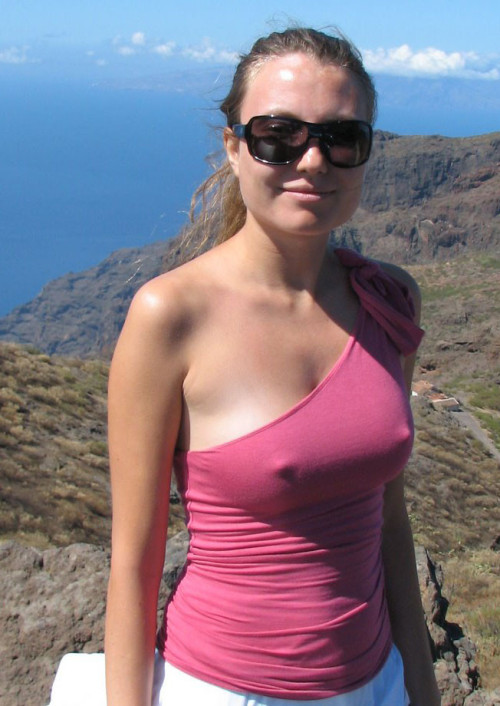 titsintops:  bestofgirlsinweb:  cold. and hot  It's cool in those hills