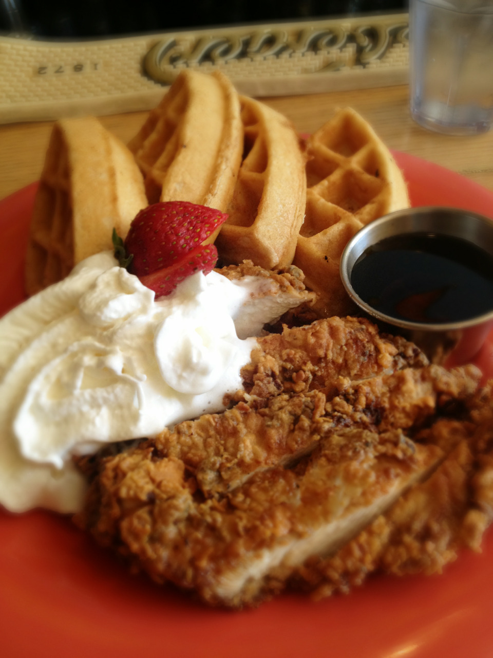 birdmechanical:  Comfort food, chicken n waffles. Chicken was appreciatively spicier than I anticipated.