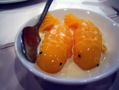 smokysweet:  adorable mango puddings.  too cute to eat….. must resist…. *om nom nom nom*