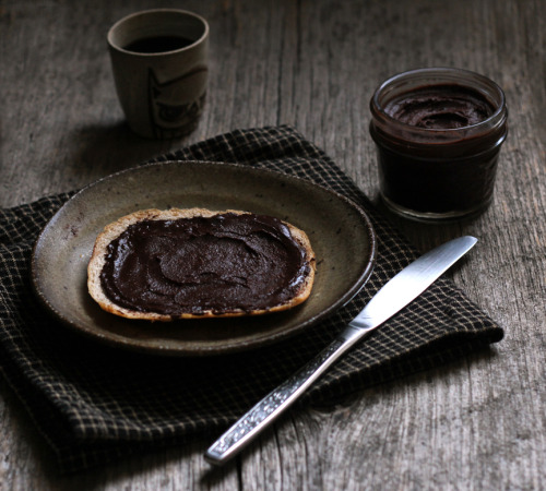 vegancomfortfood:  Homemade Vegan Nutella (slightly adapted from The Kitchn) makes: 6 ounces 1 cup of hazelnuts, peeled and toasted 1/4 cup of unsweetened cocoa powder (high quality cocoa powder is key! I used Valrhona) 1/2 cup of powdered sugar 3/4 tsp vanilla extract 1/4 tsp kosher salt 4 tbsp coconut oil