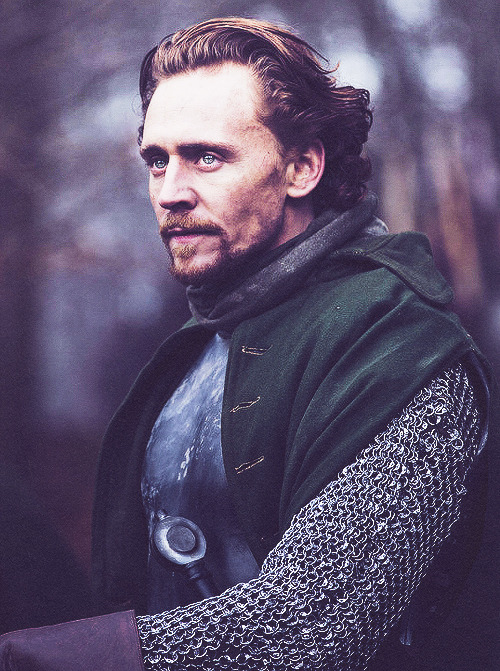theworldismycollarbone:  ♕ 66 | 100 photos of Tom Hiddleston.