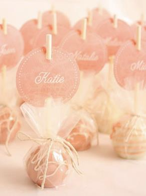 2lifeweddings:  Such a pretty way to wrap cake pop wedding favors.