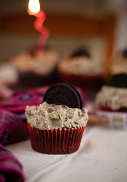 gastrogirl:  vegan cookies and cream cupcakes.