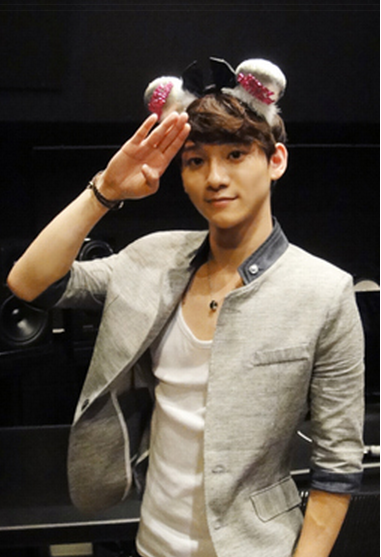 gotta-iron-dat-krees:  whatthekey:  chenchenmachine:  Chen's Birthday Message & Picture: EXO-M Official Website 120921 Hello! This is EXO-M's Chen~ ㅎㅎIt seems time is really going by fast… It's already September..I'm really sincerely thankful to the fans who have supported me from the beginning until now. Thank you, fans! To me, this 21st birthday was really the best birthday.Even hearing just the fans' 'Happy birthday', I was really happy.And thanks to the fans we came to receive our first award in China… I absolutely won't forget it.Fans, thank you again and I love you~!!From now on I will become a harder working EXO-M's Chen!!! We are one (the best) source: cxotrans@twitter  I LIED JONGDAE NO LONGER LOOKS RIDICULOUSOH MY GOD THAT SHIRT FITS HIM SO WELLHONEY PLEASE TAKE YOUR BLAZER OFF |: |:LET NOONA SEE SOME OF DAT TORSO   I LOVE YOU AND YOUR OLDER SISTER FETISH