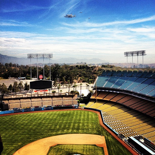 The shuttle Endeavour as it flew over LA's Dodger Stadium today.   Wouldn't it be cool if they had been playing the Astros?   (via @Dodgers)