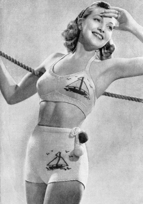 hollyhocksandtulips:  Knitted swimsuit, 1940s