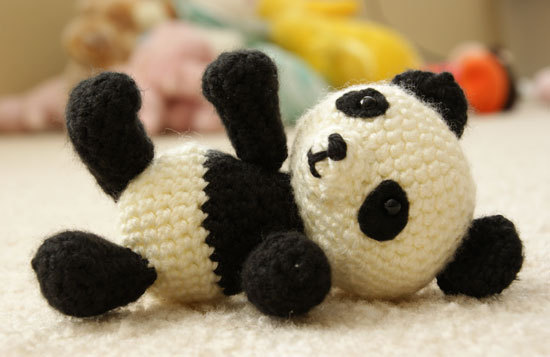 Pablo the Playful Panda A free amigurumi pattern found via Angie's Art Studio So the cuteness.