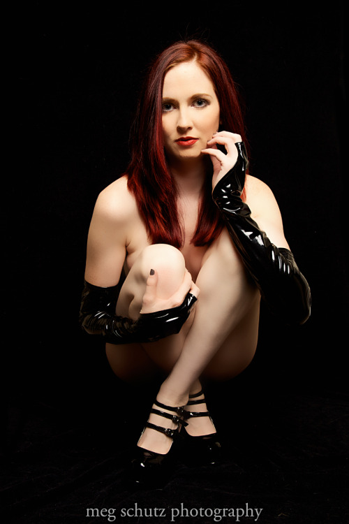 model @ScarlettLush gloves by Suzi Fox Designs http://www.liquidvinylclothing.com/