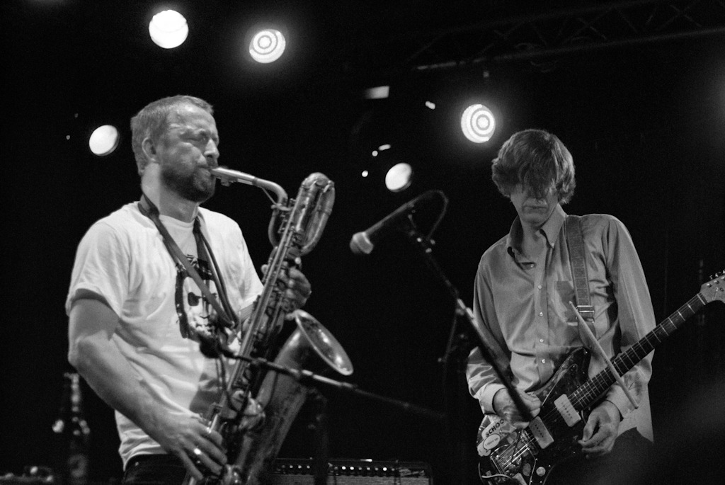 Thurston Moore and Mats Gustafsson waging war. (Just look at the meanness of that horn!)