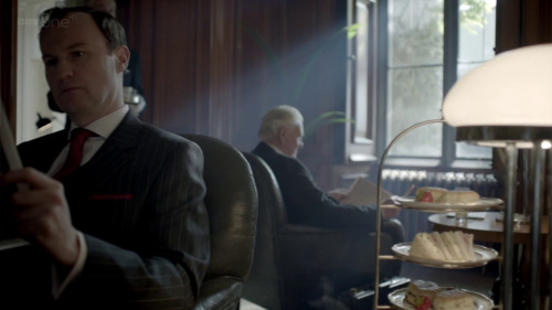 has anyone mentioned/noticed the forfeit of Mycroft's diet via large snack tray on his table yet?