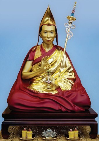 Official card of the Venerable Geshe Kelsang Gyatso statue Tharpa Publications is honoured to announce the publication of the official image of the new statue of Venerable Geshe Kelsang Gyatso, which will be available as a high-quality A5 card. The reverse of the card contains a special verse and mantra for developing a close connection with Venerable Geshe-la as one's Spiritual Guide. Advanced copies of this auspicious card will be available at the NKT-IKBU International Fall Festival in Spain, October 12-18. Visit http://kadampafestivals.org/fall    By: Tharpa Publications UK