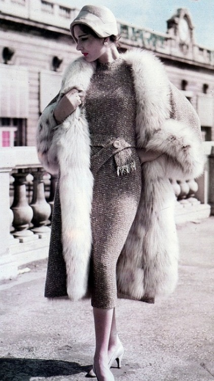 Need this coat, need this coat, need this coat! theniftyfifties:  Fashion by Pierre Balmain, 1957.