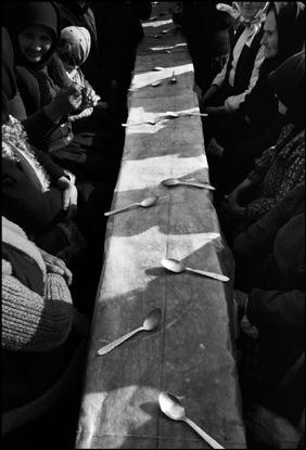 Nikos Economopoulos, Dinner held after a funeral, Maramures, Romania, 1990