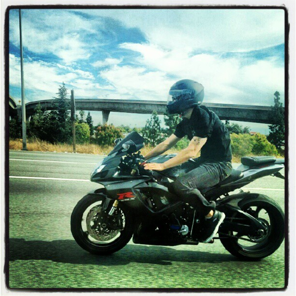 The razzi caught me.. #slowdown #cantcatchme #gixxer #gsxr600 #Suzuki #motorcycle (Taken with Instagram)