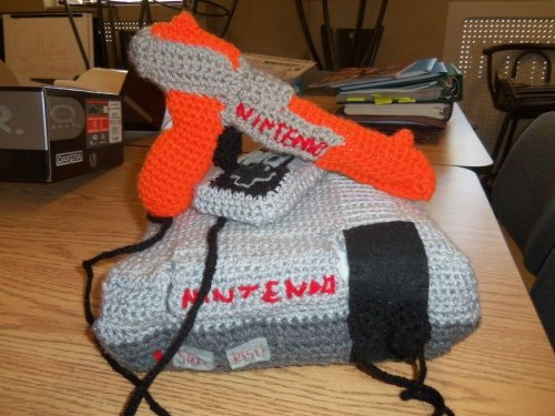 thecompanioncube:  gamingurumi:  Crochet NES Nintendo plush 2 by *Sasophie  Reblogging for K8 <3  So relevant to my interests!!!