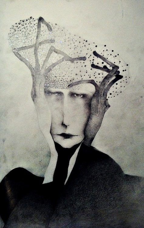 "sonjabarbaric:   Sonja Barbaric - ""Man with hat made out of stars"", 2012   Así me siento con la papa galeana jaja"