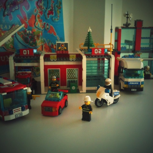 Esta semana con Julia ha tocado montar Lego. – View on Path.