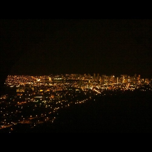 It's a beautiful night….#citylights @tnans @panda_mei  (Taken with Instagram at Tantalus Look Out)