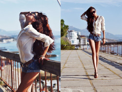 Diaries of vacation: Blue jeans, white shirt (by Tina Sizonova)