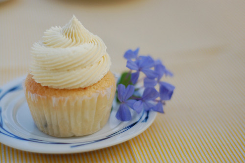 Blueberry Lemon Cupcakes with White Chocolate Buttercream by Yummy Piece of Cake on Flickr.