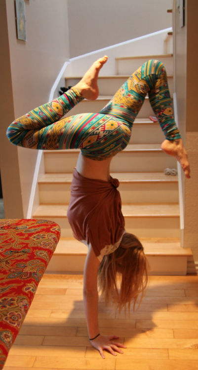 fuckyeahyoga:  no-giving-up-now:  anyone know where i can get these?  those are some sweet pants.