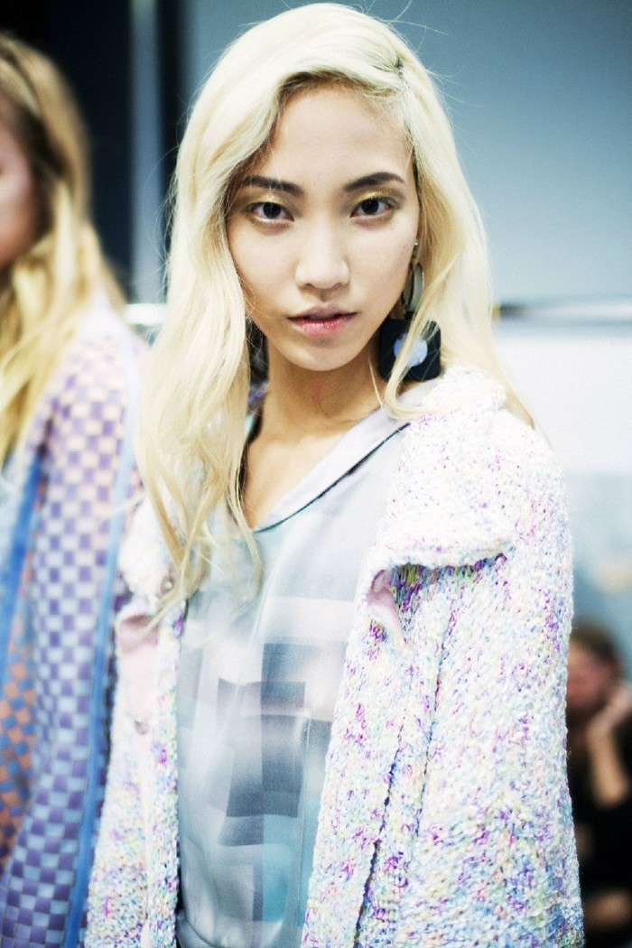 sfilate:  Soo Joo backstage at Emporio Armani S/S 2013 photographed by Luca Campri