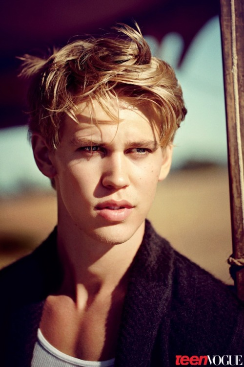 Meet heartthrob Austin Butler, who is playing AnnaSophia Robb's love interest in upcoming Sex and the City prequel, The Carrie Diaries. Check out the rest of the Young Hollywood 2012 class »