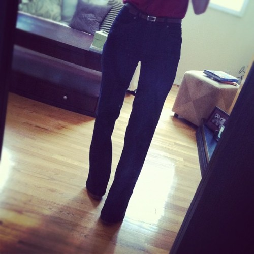 High-waisted jeans = illusion of super long legs. #tip #style  (Taken with Instagram)