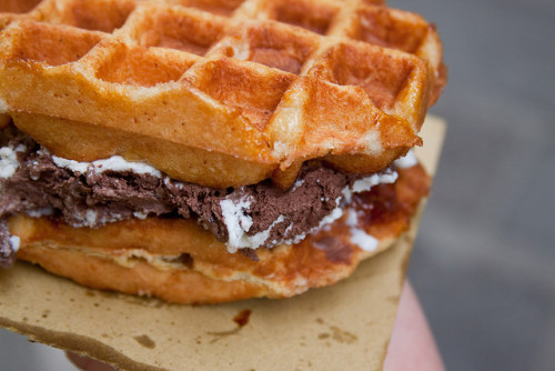 -foodporn:  Best Waffle Ever by photos from photons