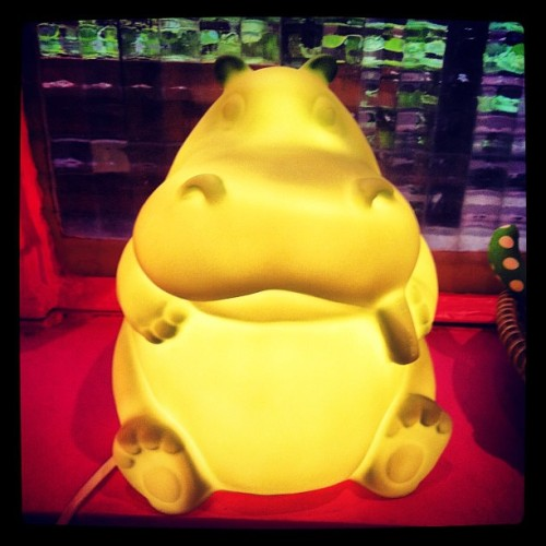 Best #lamp ever ! #shopping  #paris #canalsaintmartin #childhood #child #yellow #cute #kawaii #kawaiioftheday  (Pris avec Instagram)