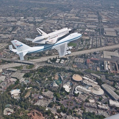 camillasdo:  Space Mountain meets Space Explorer. #disneyland #spottheshuttle #nasa #ov105 #fun #happy (Taken with Instagram)