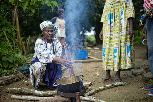 Cooking the okok mix of Gnetum and Peanuts by CIFOR on Flickr.