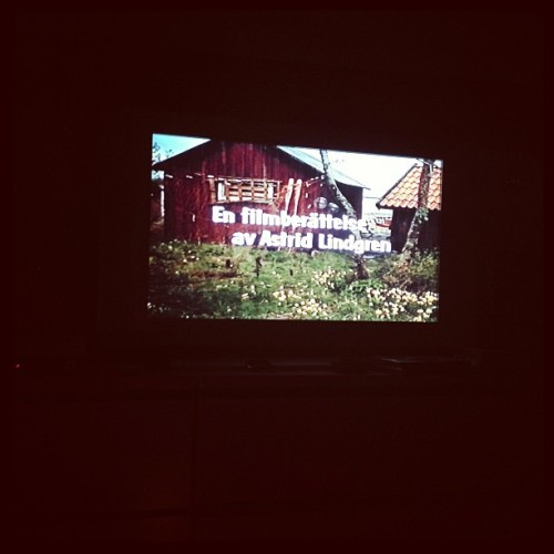 Dags för Skrållan och Tjorven! :D #movie #love #awesome #fun #saltkråkan #sweden #swedish #astridlindgren #famous #person #instadaily #iphone4s #friends #saturday #night @micaelanorberg  (Taken with Instagram)