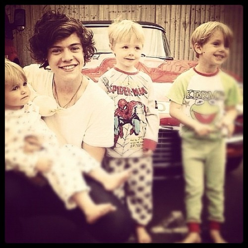 Harry 😍☺ #harrystyles #harry #styles #kids #boys #lovely #cute #cutiepie #amazing #love #heart #muffinlove #onedirection #onedirectioninfection #1d #1dfamily #1dinfection #directioners #uk #british #handsome #beautiful #takemehome #lwwy #hazza #happy  (Taken with Instagram)
