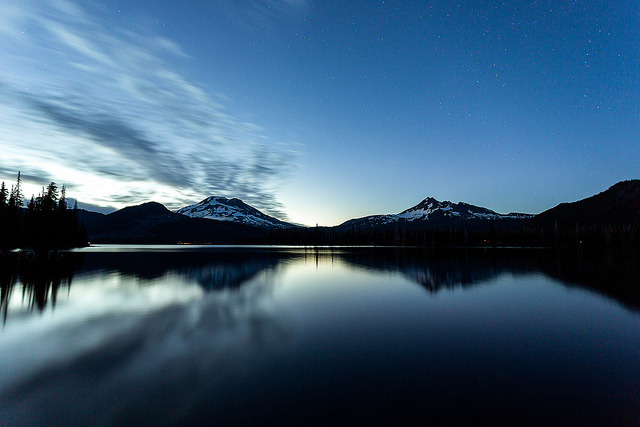 Sparks Lake Oregon on Flickr.Via Flickr: This was right as I got to Sparks Lake before the Aurora last week. I probbaly need to go back now :) GPS: maps.google.com/maps?q=44.014048,-121.737037&hl=en&am… Canon 5D MK III Canon 17-40mm f/4 L ISO 500 f/4 30 Seconds [tobyharriman.smugmug.com/Photography]View on Black © Toby Harriman all images Creative Commons Noncommercial. Please contact me before use in any publication.