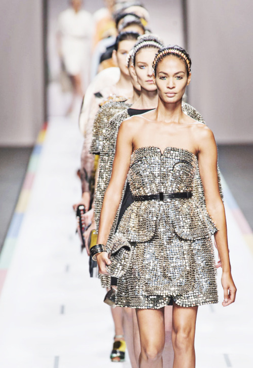 fuckyeahfashioncouture:  Fendi Spring Summer 2013
