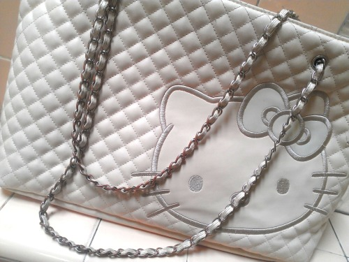 hello-kitty:  White Quilted Shoulder Bag / kenyaandoll