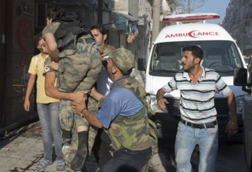 22/09/12 #Syrian rebels bring their wounded comrade to the hospital in eastern Aleppo (AFP, Miguel Medina)