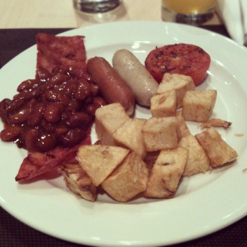 Today breakfast.. Cajun potato+sausages+bacon+baked redbeans.. Hmm so yummy  #instadaily #instagood #instago #instahub #instamood #igers #instafood #foodlover #foodpornasia #foodporn #instanusantara #instajakarta #photooftheday #bestoftoday #iphoneography #iphonesia #foodaddict #morning #jakarta #breakfast #healthyfood  (Taken with Instagram at Puri casablanca)