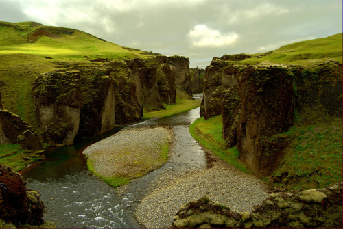 bluepueblo:  Fjaðrárgljúfur Canyon, Iceland. photo via leah