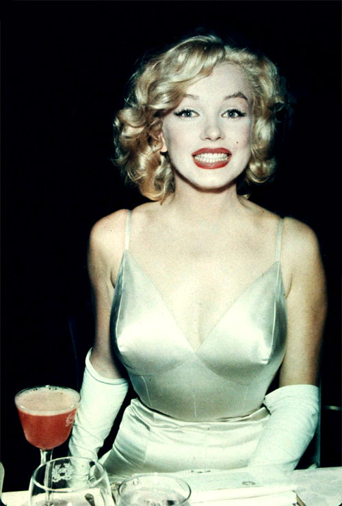 kittymunster:  A cheerful Marilyn Monroe.