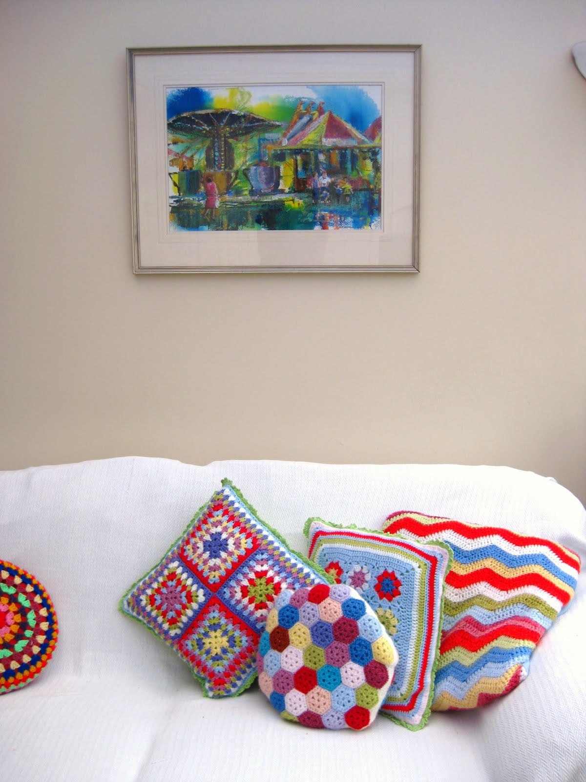 Lovely crocheted cushions via Jacquie from BunnyMummy That girl has some colour mixing skills!  :)