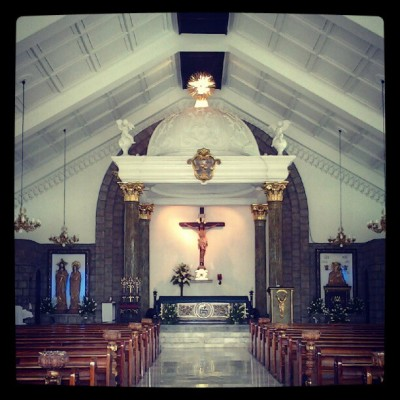 #sunday #church #igersmanila #igers  (Taken with Instagram at Hearts of Jesus and Mary Parish Church)