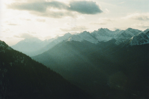 moanarch:  Ethereal Mountains by General Hand Grenade on Flickr.
