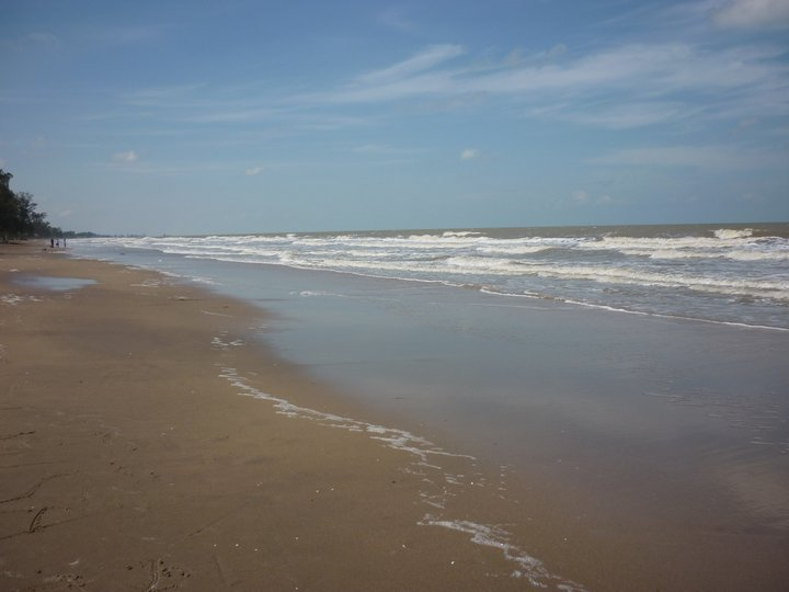 Swarangan beach located in the village Swarangan, District Jorong. Can be reached through land transport with a mileage of less than 52 km from the capital of the Land Sea, about 117 km from the capital city of Banjarmasin, South Kalimantan. Indonesia