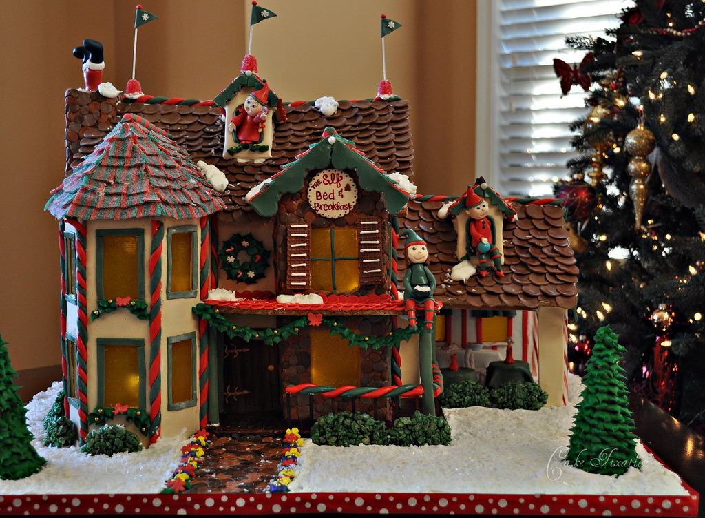 Elf Bed and Breakfast Gingerbread house (by Stephanie (Cake Fixation))